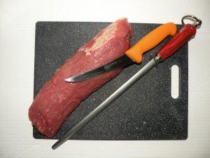 Cateva cuvinte despre noi... Portofoliul de produse distribuite se compune din produse alimentare congelate Produsele alimentare congelate cuprind o gama larga de categorii de produse congelate cum sunt, legume si amestec de legume congelate , produse de cartofi congelati , semipreprate congelate din legume. Din categoria de carne congelata comercializam , carne de pui , carne de rata , carne de gasca , carne de curcan , carne de porc , carne de vita si vitel , carne de miel si oaie , peste si fructe de mare congelata. Unitatile deservite de noi sunt cele care functioneaza in sistem Horeca / Gastro, Hotel – Restaurant – Catering, si altele cum sunt: unitati de invatamant , scoli , gradinite , spitale , cantine sociale , unitati cu linie calda , fast-food – uri, cafe – bar – uri, sali de nunti , unitati religioase , restaurante cu linie calda. Unitatea noastra este prezenta si in retail, segment de activitate pe care dezvoltam in continuare. Avem parteneriate foarte bune cu alti distribuitori din tara si din alte tari. Societatea noastră dispune de o capacitate mare de depozitare, de unde zilnic pleacă mașinile echipate cu instalație frigorifică de ultima generație, transportand produsele pana la domiciliul consumatorului. In speranta ca v-am trezit interesul D-voastra pentru produsele și serviciile noastre, asteptam sa ne contactati. De ce sa ne alegeti pe noi? Cu o experienta vasta in domeniul depozitarii si distributiei produselor congelate si refrigerate in Romania, Dara Transilvania poate sa onoreze cererile clientilor si consumatorilor cu cele mai bune oferte de produse si cele mai competente servicii de logistica. Actualmente, Dara Transilvania operează intr-un depozit frigorific construit la standarde europene de tehnologie, igienico-sanitare şi de protecţie a mediului. Depozitul frigorific desfasoara servicii logistice de depozitare si management al stocurilor, respectiv: incarcare, descarcare, sortare, picking, mixare si lotizare a marfurilor.